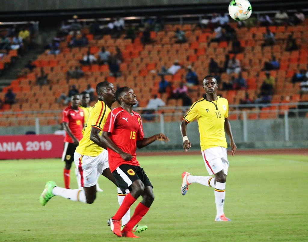 Angola (red) in the second match of Sunday night against Uganda. Angola won 1-0
