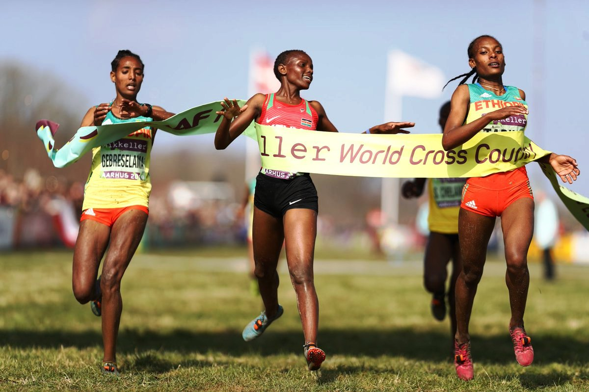 The only other victory for Kenya in Aarhus, Beatrice Chebet (centre) was judged to have breasted the tape first in a dead heat, with Alemitu Tariku (right) and Tsigie Gebreselama of Ethiopia