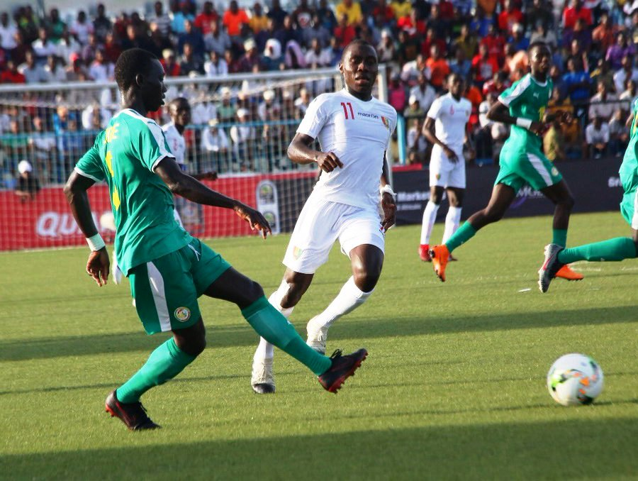 Guinea (in white) battle with Senegal in a Group 'B' match at the Azam Sports Complex, Chamazi