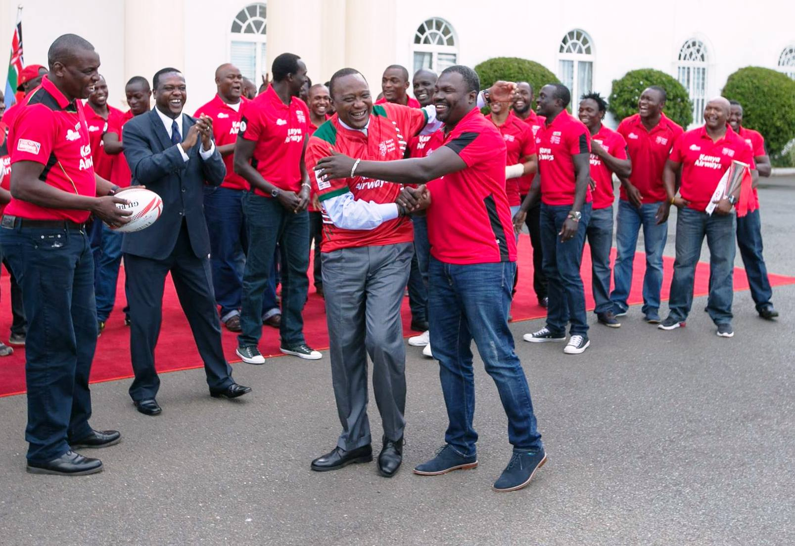 When the Kenya 7s team was up there with the top sides in the world, even President Uhuru Kenyatta (front in white sleeves) was happy with it, inviting the squad to State House